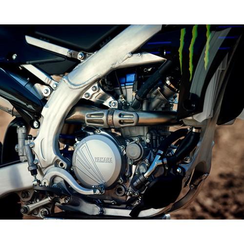 250cc liquid-cooled DOHC 4-valve engine